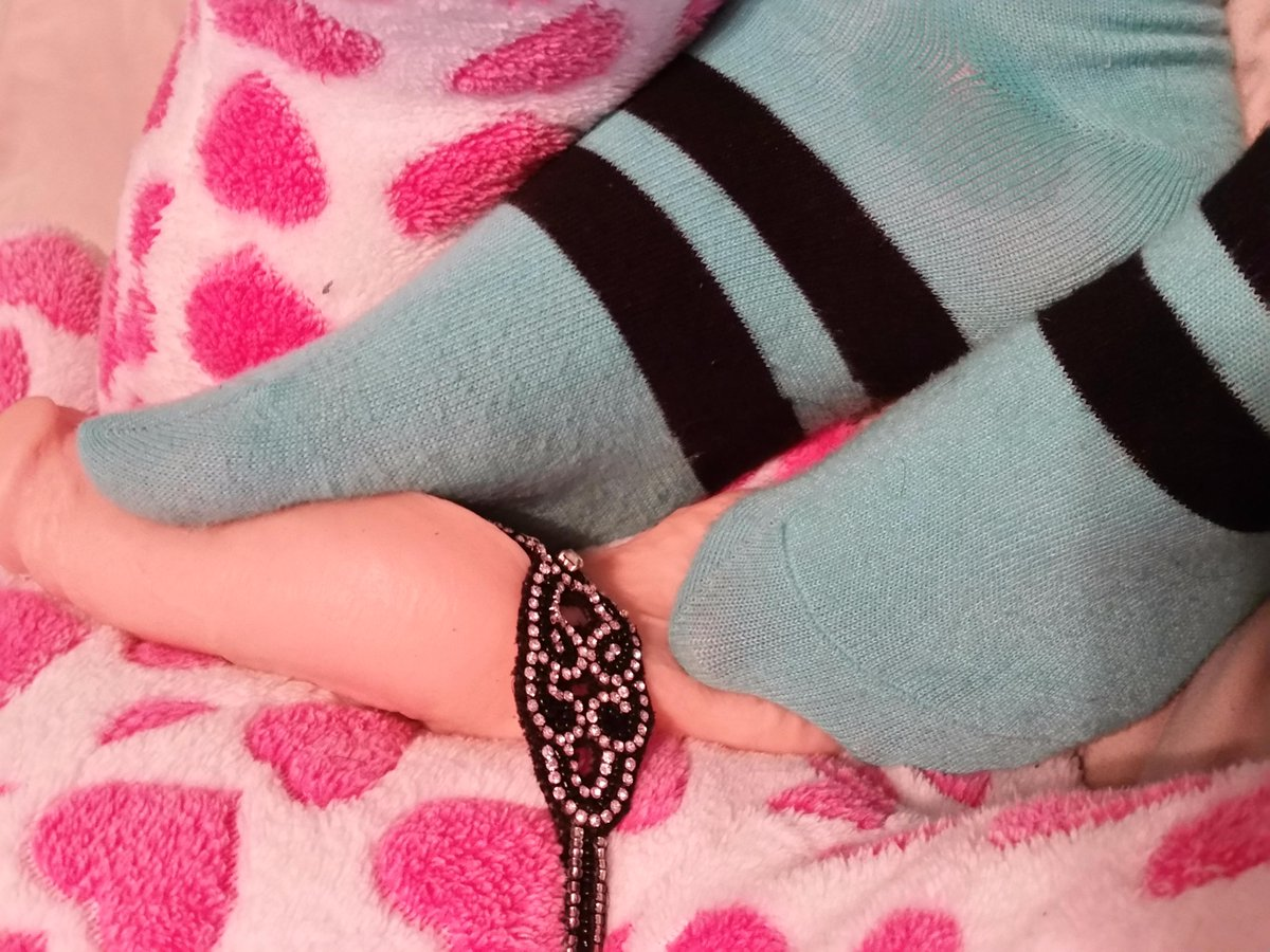 A little preview of Wednesday's #SouthernCharms #pornsite cell snap update - sockjob from soft to hard