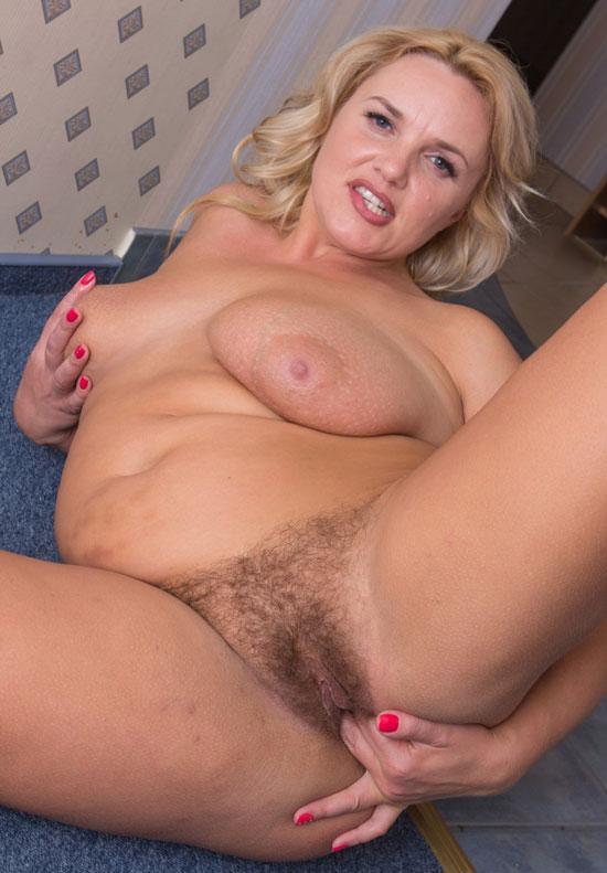 nikki and sara nude