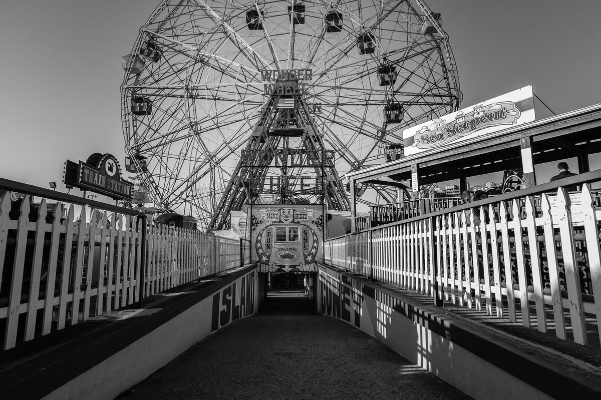 The Wonder Wheel is a must-ride for anyone visiting Coney Island.  #NYC #leica http://t.co/RkJiqlSz6J