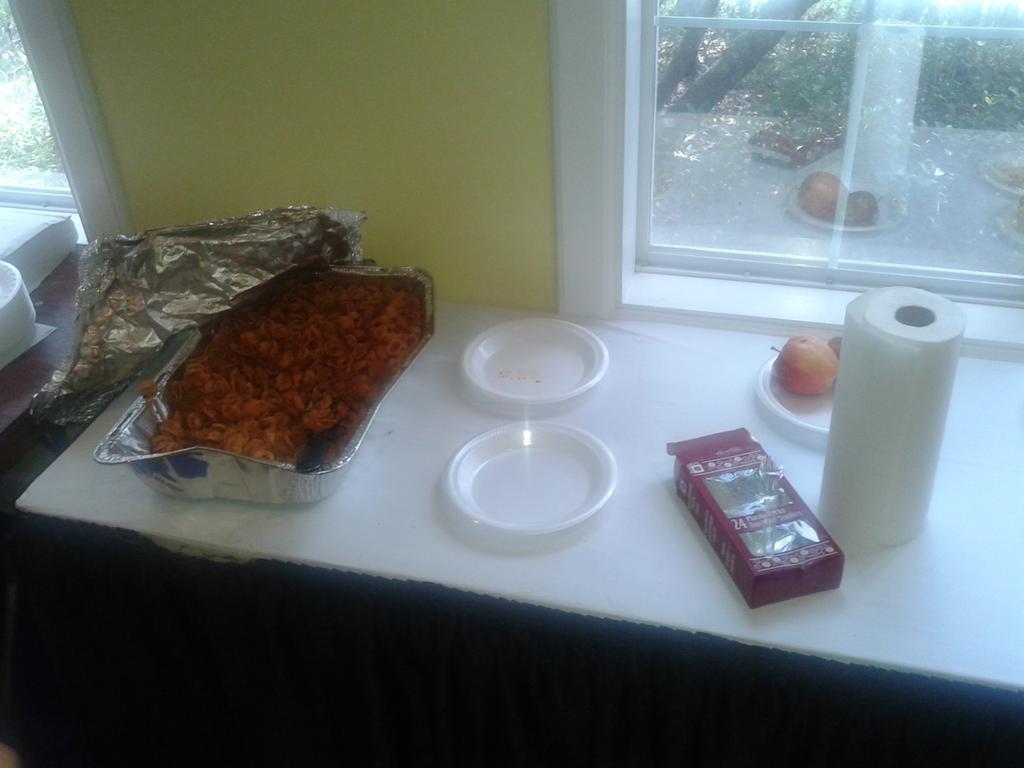 Vergonsozo estado del challenger de sarasota. Menu del dia:pasta frio o pasta fria.Sin mesas ni sillas @ATPWorldTour http://t.co/oVUrAKb8Ul