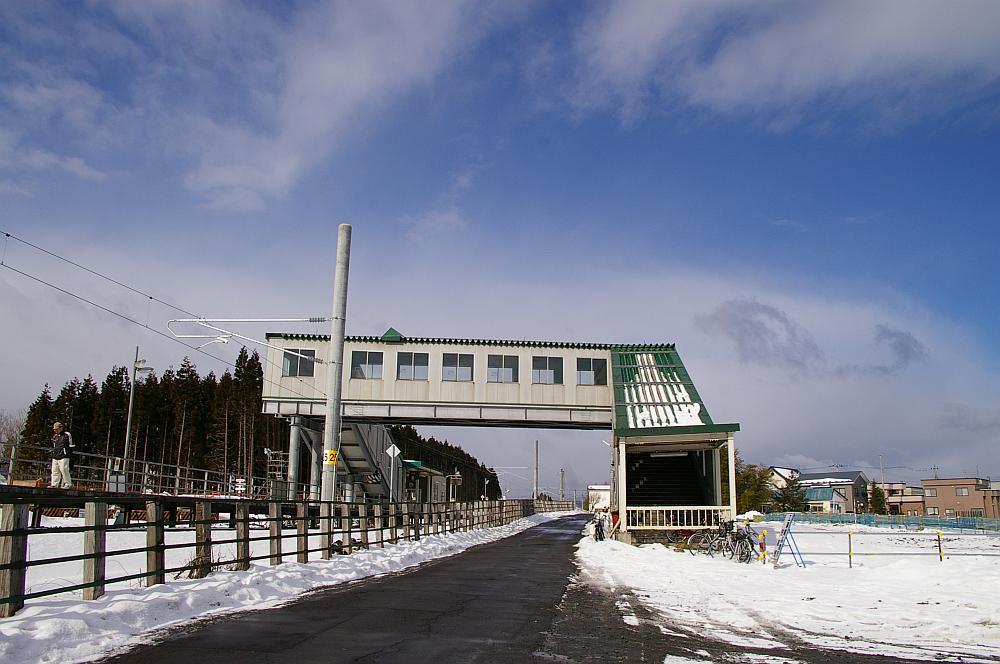 新青森駅の劇的ビフォーアフターっぷりはあまりにも有名。 http://t.co/GNW8ng8ZfJ