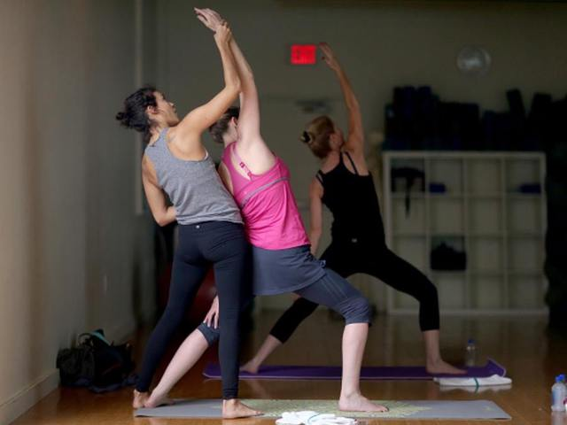 Love yoga? @MayoClinic experts weigh in on how it helps you stay heart healthy: http://t.co/M6UZl2RyIf #RallyforRed http://t.co/6laIiqQfY0