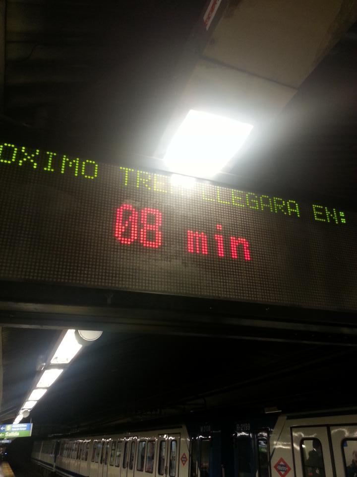Luego decís que no @metro_madrid Línea 1 en Gran Vía... Y llevo esperando ya 4 minutos #verguenza @SufridoresMetro http://t.co/XVp8giWXez