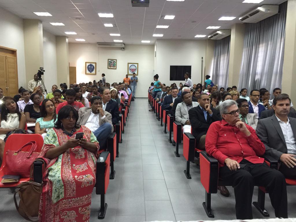 Todo listo para la conferencia de @CarlosSouto en @UniversidadUASD en la previa de @cumbre2015 @mayobanexe http://t.co/pwJvQKjGXr