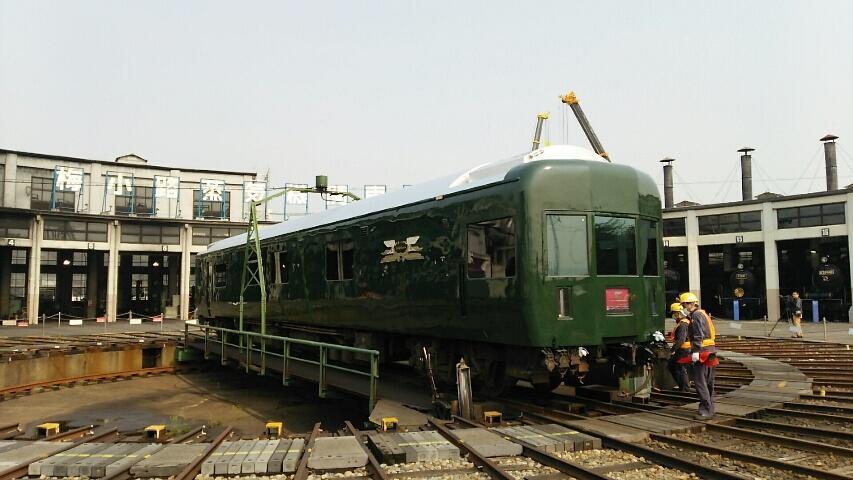 トワイライトエクスプレス、梅小路蒸気機関車館というか京都鉄道博物館敷地への搬入を取材しました。詳細は後刻、レスポンス( http://t.co/cGcIuU7B7H )で。 http://t.co/p2kz459Smg