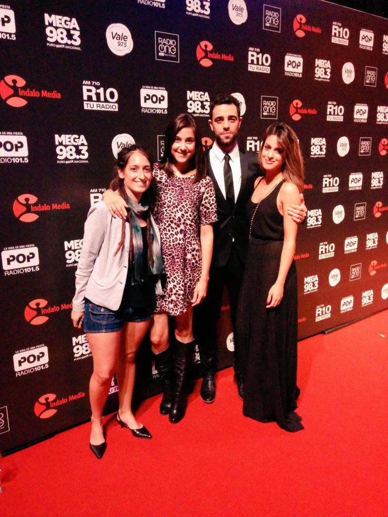 Hoy! #NocheDeRadios con @mardelosmares  @AguCasanova y @poggidiego - Somos @RadioOne1037  Cc @ChrisRaimundi http://t.co/YVoTPGFzey