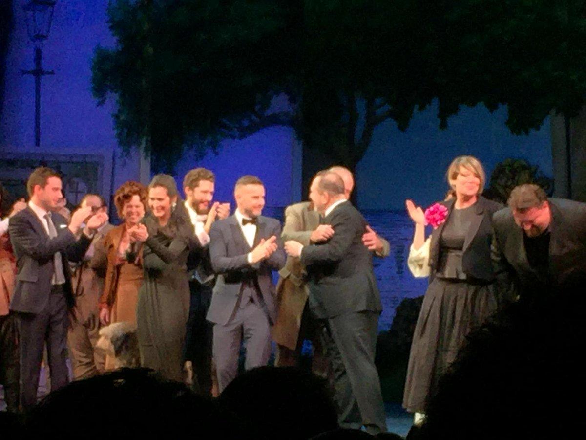 Yes...@GaryBarlow triumphs on Broadway. @gmb @itvlorraine x http://t.co/FCNRijHFs5