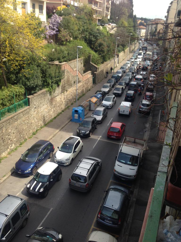 """RT @NiccoloBianco: Ore 1337 via Vittorio Emanuele! Tutto bloccato! #lavori #tramvia @Lavori_Tram_Fi @ferraro_filippo http://t.co/jrTMVp7I17<a target=""""_blank"""" href=""""http://t.co/jrTMVp7I17""""><br><b>Vai a Twitter<b></a>"""