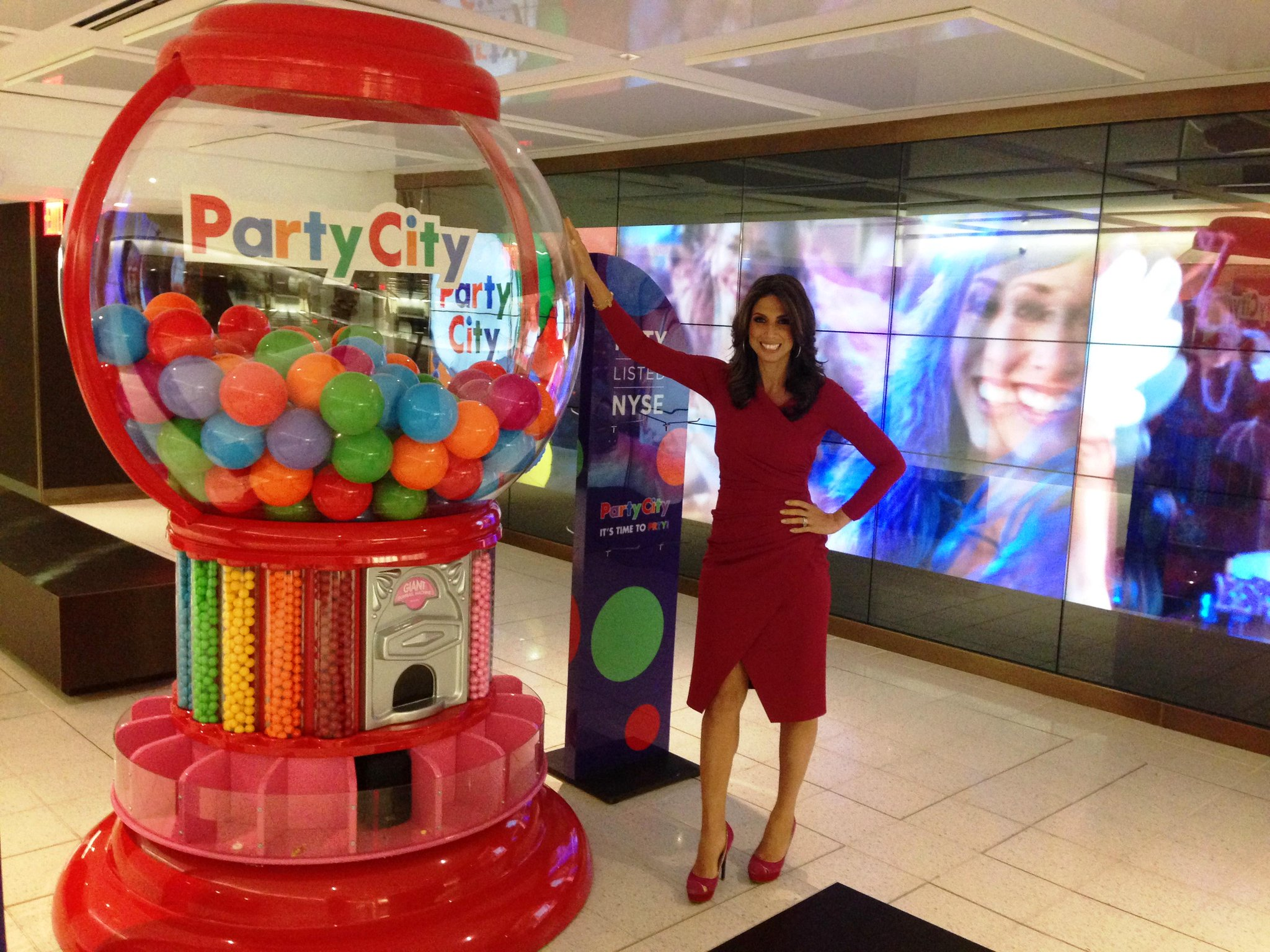 New listing @nyse @PartyCity $PRTY shares +20% first day of trading, Gumball, anyone? http://t.co/lpdLBEyAOL