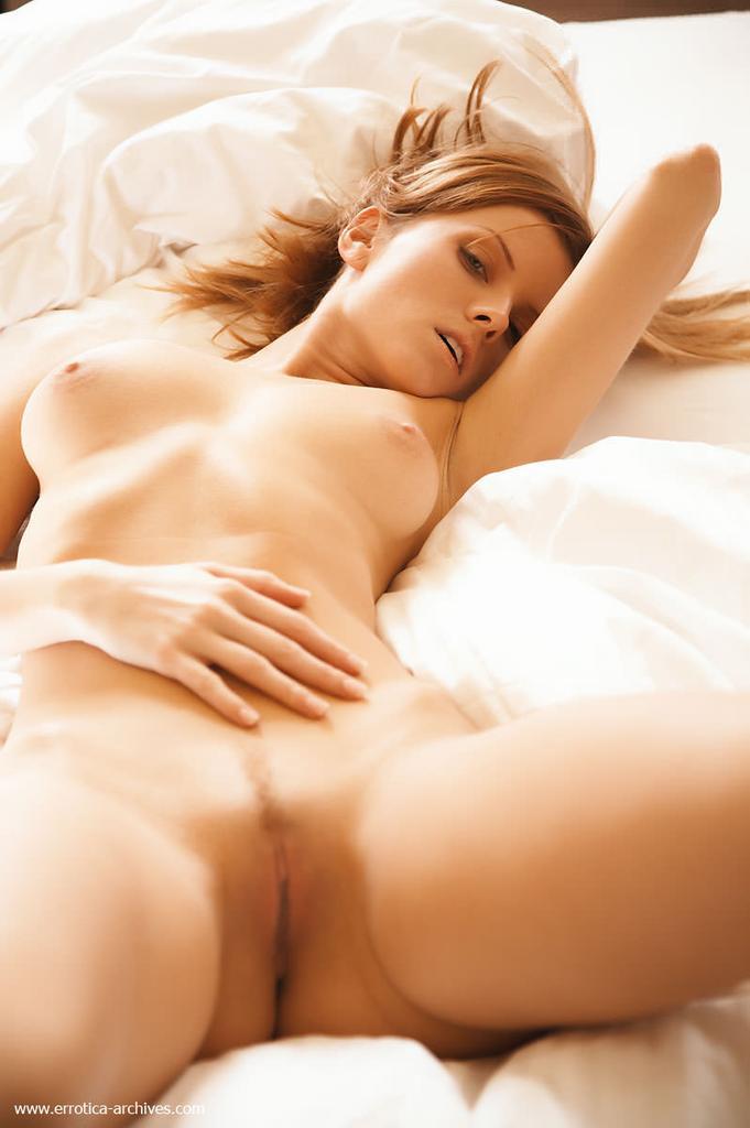 соблазнительное фото девушек голыми на кровати