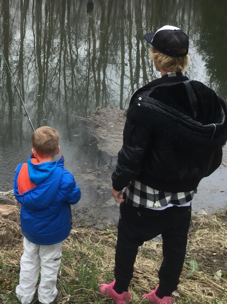 Justin and Jaxo fishin. #Bieberboyz http://t.co/z7B61ca8kX