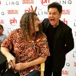 Boy, they'll let ANYONE into these meet-and-greets. http://t.co/1naVouIN21