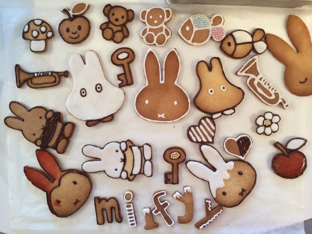 グッズ製作用に作ったミッフィーのお菓子たち。これらがいろいろなものに変身してますよ。 http://t.co/MFsYltMReQ