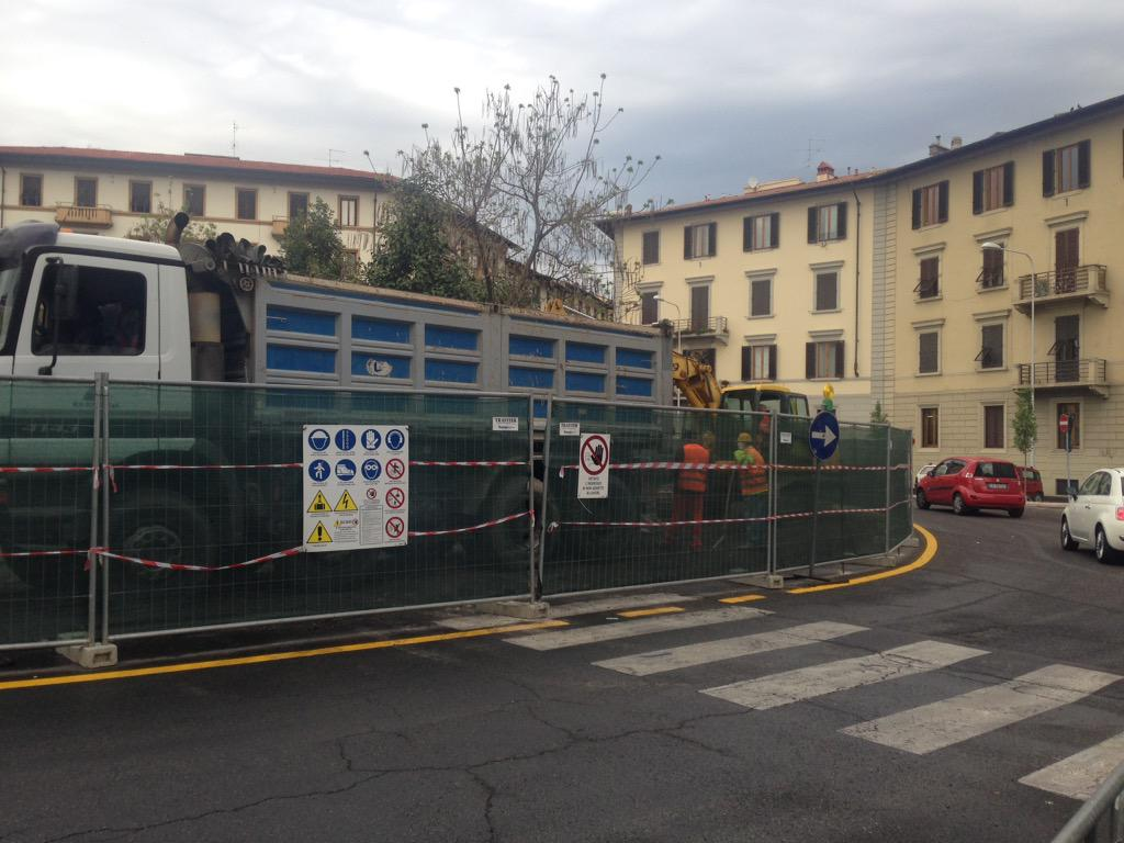 "RT @NiccoloBianco: Iniziati lavori demolizione rotonda pzz viesseux #tramvia #Firenze #lavori @Lavori_Tram_Fi @ferraro_filippo http://t.co/…<a target=""_blank"" href=""http://t.co/paXJuYSXI4""><br><b>Vai a Twitter<b></a>"