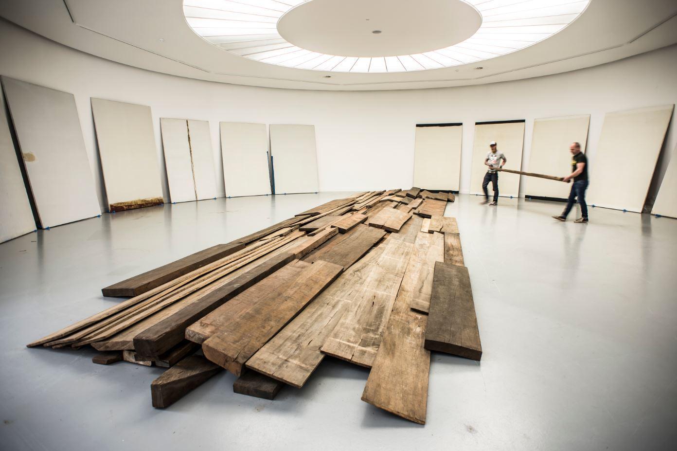 Naast Jan Fabre's #Stigmata opent op 23.04 ook een expo met onbekend werk van Bernd Lohaus http://t.co/HK8nLIH3Tt http://t.co/Rzkrg1HieH