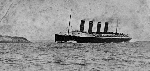 Author Erik Larson @exlarson brings the Lusitania's last voyage to life on Twitter #DeadWake https://t.co/MHO9A16KwK http://t.co/ZvhBYG3Wfu