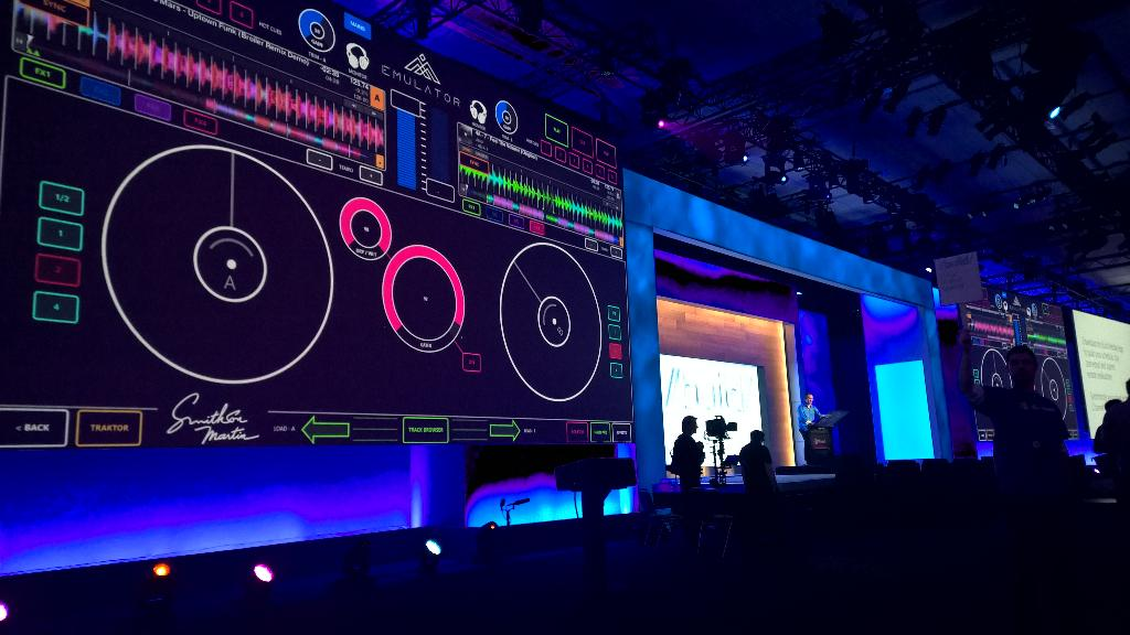 """@martingallen: #build2015 DJ tearing it up on virtual decks (universal app?) http://t.co/GDTqghTVG7"" Emulator makes any app multitouch!"