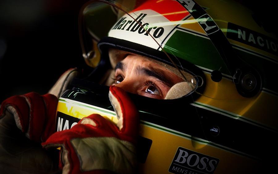يُصادف يوم غدٍ الجُمعة ذكرى رحيل الأسطورة البرازيليّة إيرتون #سينا في العام 1994 #فورمولا1 #F1 http://t.co/zimsdvC5a5