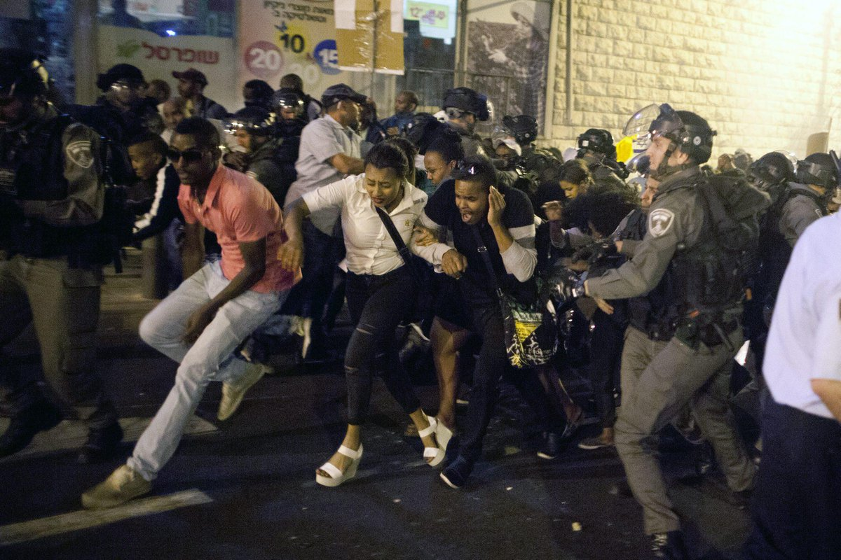 1,000 Ethiopian Israelis protest police brutality in Jerusalem, clash with police http://t.co/N6tSCSCVwi http://t.co/EZHos97IOH