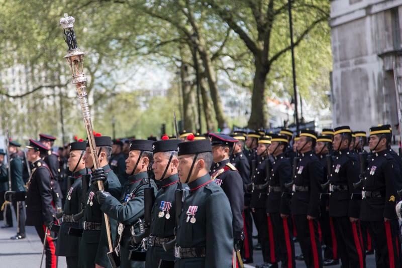 200 years is Service to the Crown - here's to the next 200 - let's get 200 RTs for the #Gurkha200 http://t.co/JnVfHGUZQr