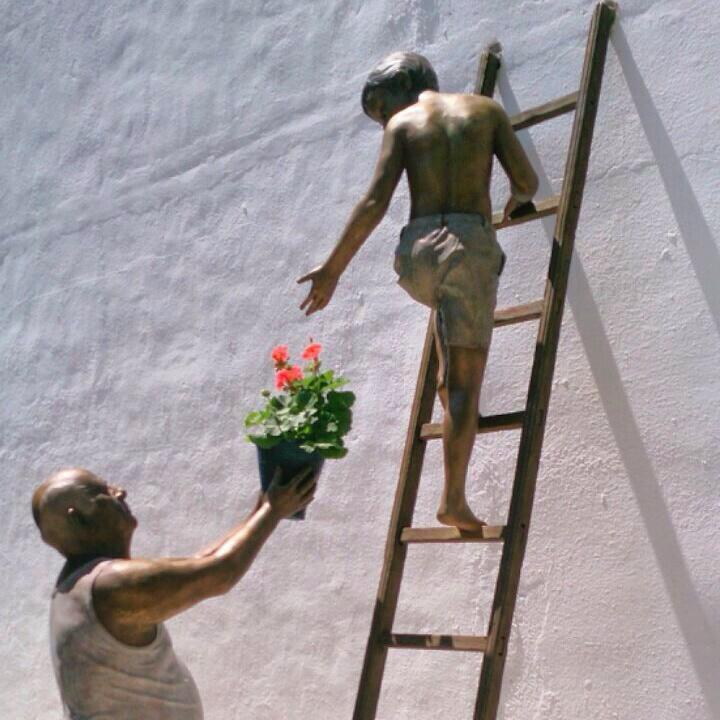 El barrio de San Basilio rinde homenaje a los cuidadores de Los Patios cordobeses. http://t.co/O0RV1jOsE7