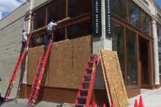 Starbucks closes 18 stores early, boards up roastery ahead of #MayDaySea protests http://t.co/esX1TROnou http://t.co/T1B4KsFlg9