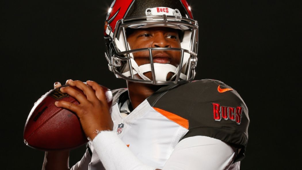 Here's the first picture of Winston in a Bucs uniform http://t.co/cQLjJytSJ4 http://t.co/k71j8HEkqQ