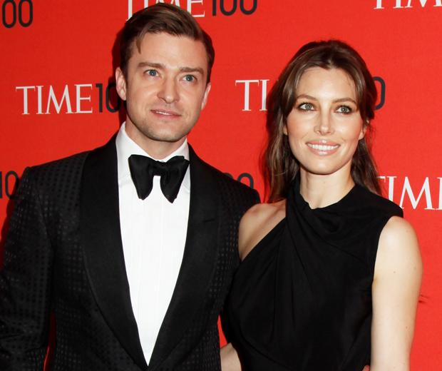 Awww! Justin Timberlake and Jessica Biel have just shared their first pic of baby Silas...