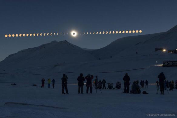 Gorgeous timelapse of recent total eclipse over Svalbard http://t.co/SmjwFhbpRU Photo: Thanakrit Santikunaporn #apod http://t.co/XShy3smNyx