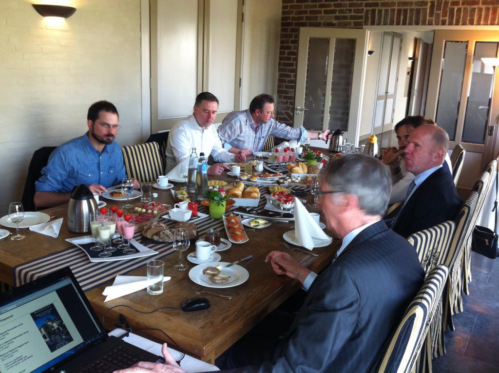 marcelabrahams : Ontbijtsessie met internationale pers ...