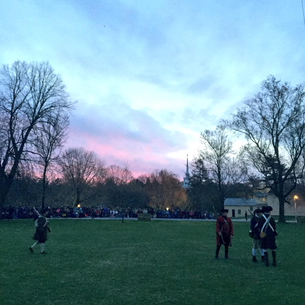 The sun is rising over the Minutemen assembled on Lexington Green. The British are coming. #PatriotsDay http://t.co/hStiEINoQi
