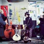 くるり1st&2ndアルバム再現する渋公ライブ、WOWOWで放送 http://t.co/sj6nvO6KOs http://t.co/5RphaHRHBF