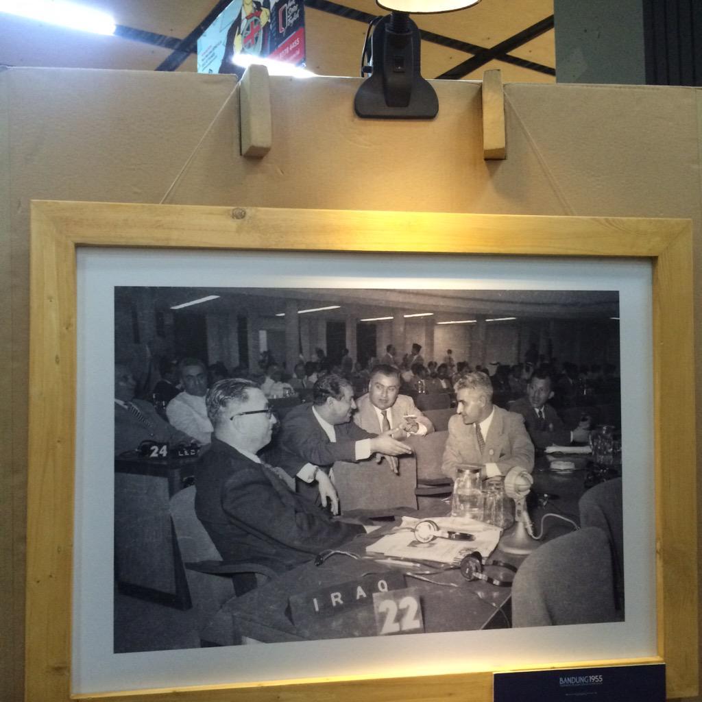 PIC. Ada yg unik dgn penempatan pigura foto di pameran foto Bandung 1955. Ada yg tau apa? @Your_Bandung #AAC2015 http://t.co/NgBOqZ7d8f