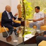 Lord Swraj Paul meets Delhi CM @ArvindKejriwal and Dy CM @msisodia at the Delhi Secretariat on Monday. http://t.co/t2TtIGyoQN