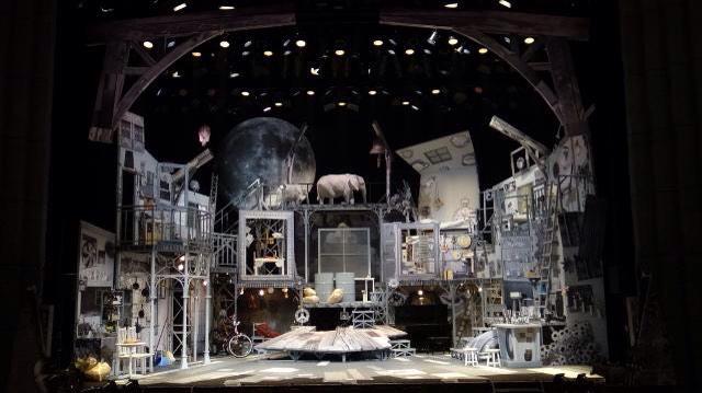 関西小劇場の皆様ならびに関西小劇場ファンの皆様へ。麦ふみクーツェの美術は、柴田君です。照明は、大塚さんです。舞台監督は、武吉さんです。そして、小松も出てます。 http://t.co/QYujlQKhOd