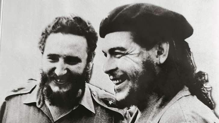 Una investigación asegura que Fidel Castro dejó morir al Che Guevara http://t.co/7rglkPakdv | vía @infobae http://t.co/1cIKgqZ8pe