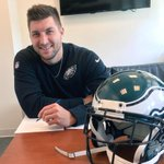 Tim Tebow signing his 1 year deal. From @Eagles http://t.co/8bD9eSvrys