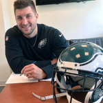 OFFICIAL: The Philadelphia Eagles announce the signing of QB Tim Tebow. (photo via @Eagles) http://t.co/rondSl9us6