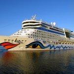 #Málaga | El #puerto recibe mañana 4 #cruceros con de 8.000 pasajeros. http://t.co/MYhhPXtIT5 http://t.co/K7NyaT9hQ3