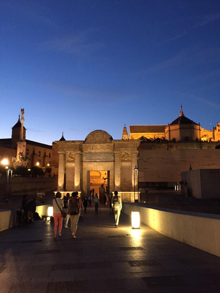 Anochece en la ciudad de los califas. #SinFiltro #CórdobaEsp   Bonitos paseos. http://t.co/53SqGCauhX