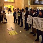 #PeoplesMonday telling people in #GrandCentral #NYC! #BlackLivesMatter #ICantBreathe http://t.co/IBSibKusWs