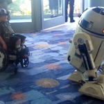 R2-D2 playing with a kid in a wheelchair is the sweetest thing ever. http://t.co/n5jYpkDQBG http://t.co/II9jSr7MN1