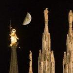 #Milano ruota attorno al Duomo, alle sue guglie e alla Madonnina. Buonanotte! http://t.co/CQvGnaDAzm http://t.co/9hKzH061RT