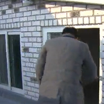 서울에 사는 청년 5명 중 1명꼴로 옥탑방이나 고시원 같은 열악한 주거 환경에서 거주하는 주거빈곤층이라는 분석결과가 나왔습니다. http://t.co/DzhnDrnNep http://t.co/KhNSEruWL1