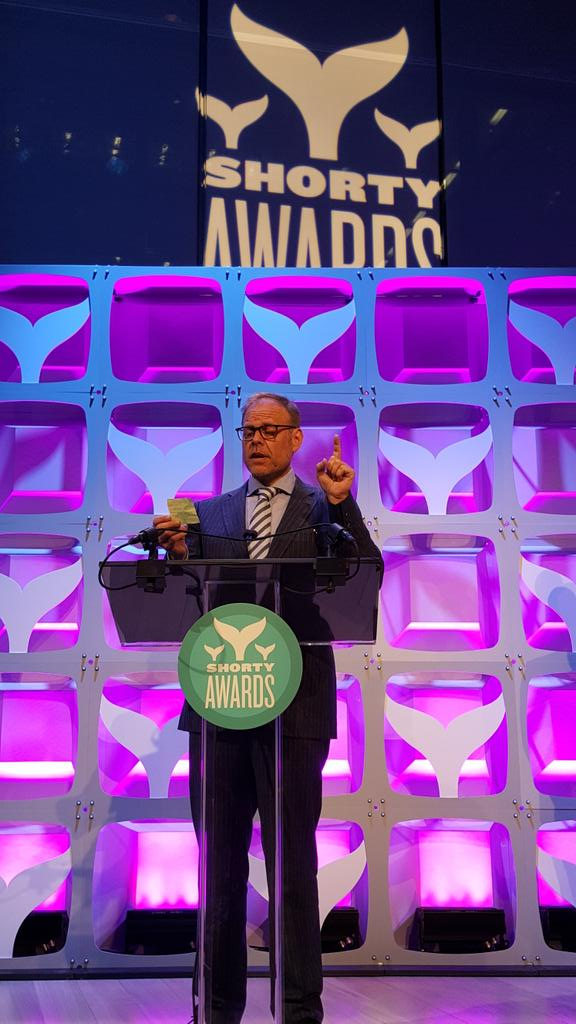 . @altonbrown reads his acceptance speech from a post it. And it was less than 140 characters I think. #ShortyAwards http://t.co/XEdOnhBmS2