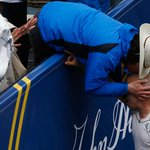 Photos: Carlos Arredondo leans over to kiss Robert Wheeler at the finish http://t.co/Imy8mA76wP http://t.co/wRQSMU2lZk