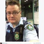 Australia, perde smartphone: poliziotto la avvisa con autoscatto http://t.co/M36d6nYvM2 http://t.co/4Jm3CdeYQW