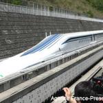 manish_rox_: RT WSJ: Japanese Maglev train sets world speed record again, hits 375 mph http://t.co/dqHcsAZxjn http://t.co/fXIVfJXOqs