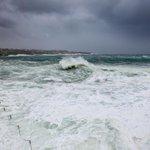 A huge wave breaks of Wylies Baths right on high tide this morning. @smh @photosSMH #Sydney #SydneyStorm http://t.co/LXLMx8SGwg