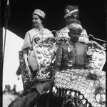 #TheQueen aboard Hathi in Jaipur #India 1961 @IndiaHistorypic http://t.co/TPT9AaIMCc
